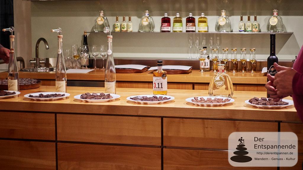 Brand-Probe mit Schokolade in der Brennerei Hubertus Vallendar in Kail
