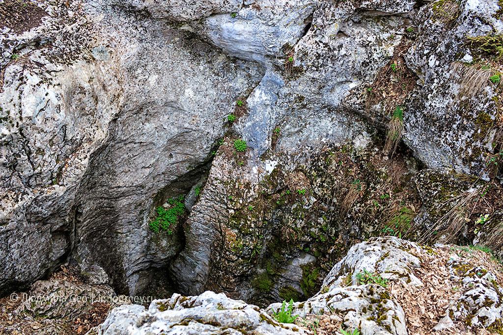 пещера для спуска на веревке в Крыму