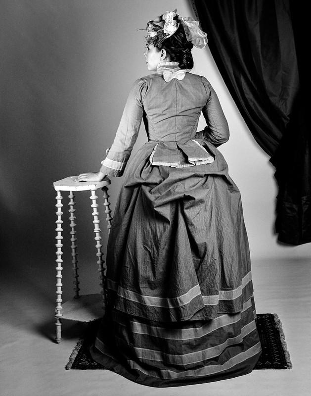 Robe à tournure 1871