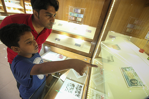 Taka museum visitors