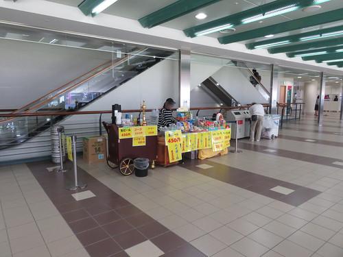 福島競馬場の2階コンコース内臨時店舗