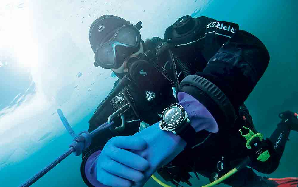Panerai_Luminor_Submersible_diver_1000