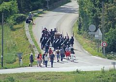 Na het overzetten van Johannes in een houten kist gaat de processie de bergen in naar Chapelle Saint-Jean-du-Désert ca 10 km verderop