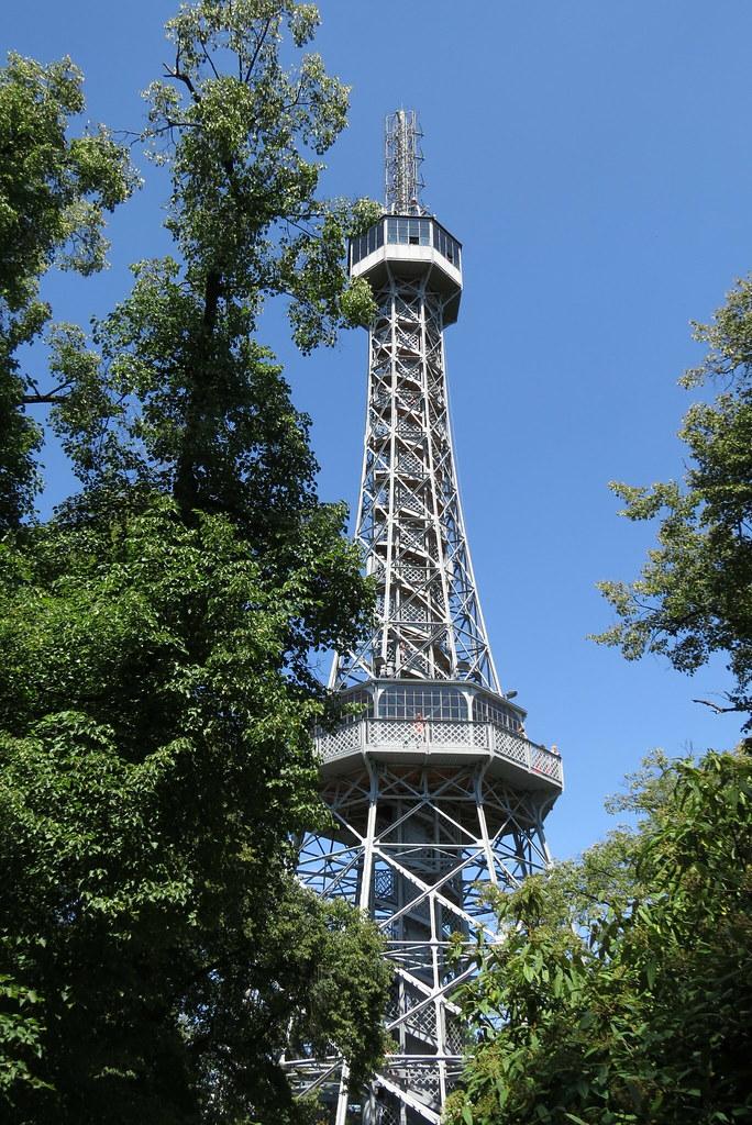 Петршинская башня.