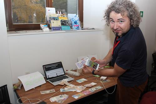 Tomáš Jelínek ukazuje v praxi aplikaci Cash Reader