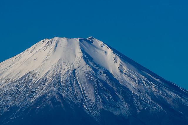 少し開けて・・・デッカイ富士山