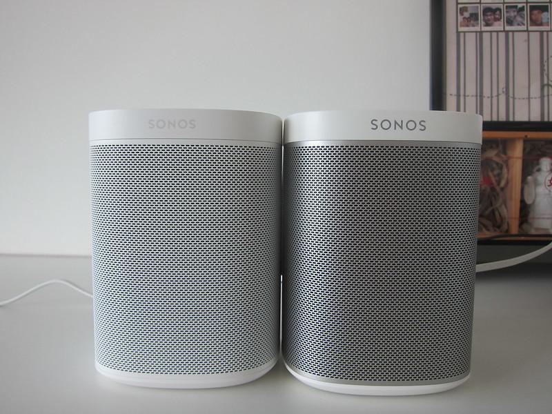 Sonos One (White) vs Sonos Play:1 (White) - Front