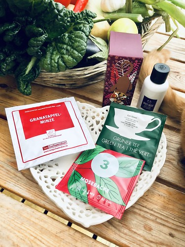 the tea advent calendars of 2018 and the body shop 🎄💚☕️