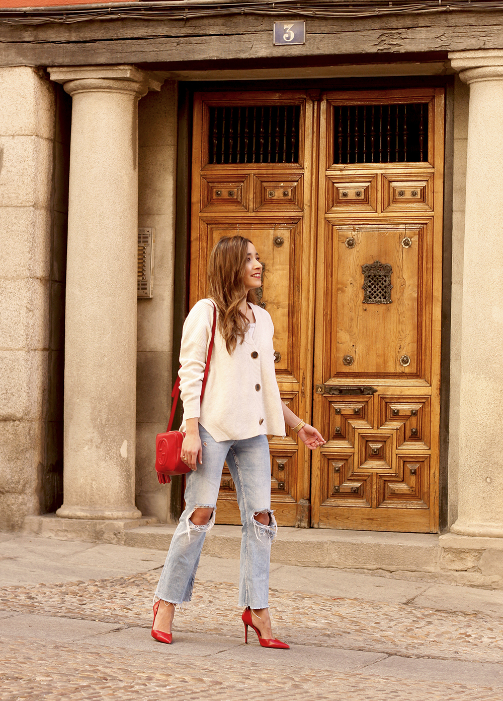 beige cardigan gucci bag red heels ripped jeans street style outfit 20197