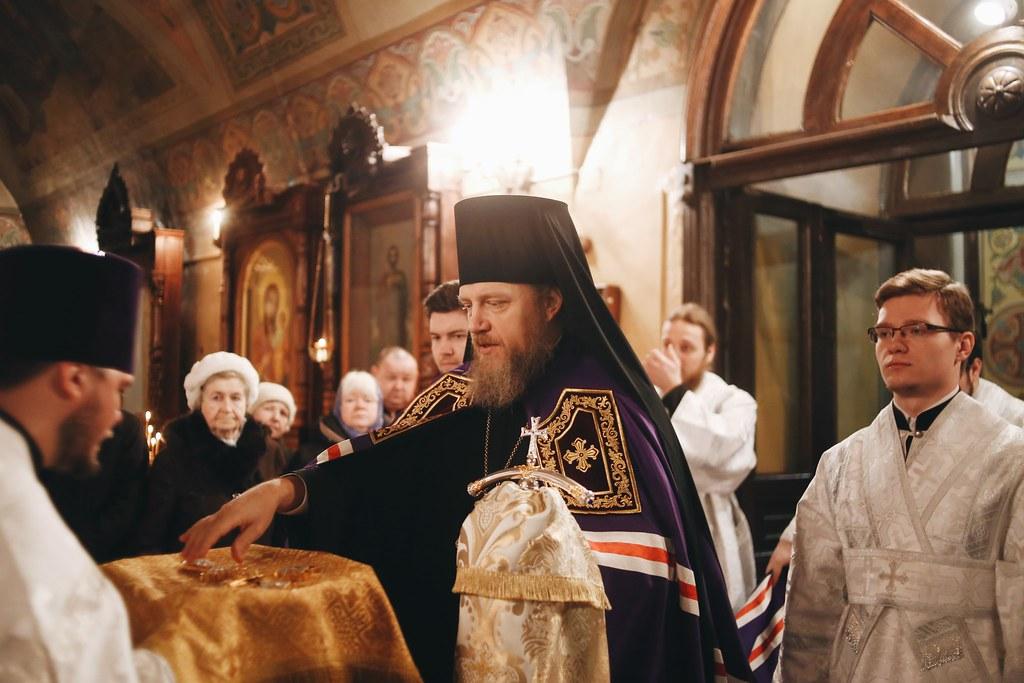 В день Святого Богоявления епископ Домодедовский Иоанн совершил Литургию в Петропавловском храме в Лефортове г. Москвы