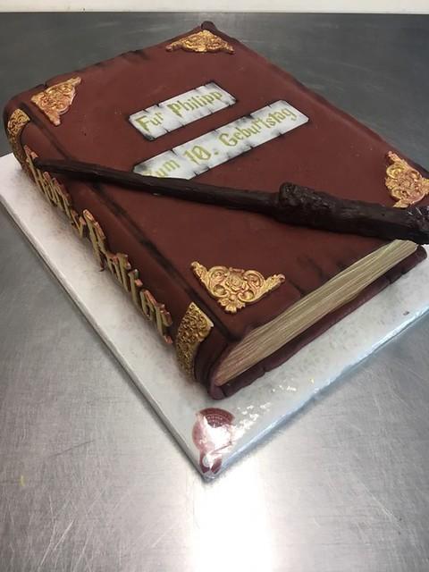 HP Theme Cake by Manuela Milos Cakes