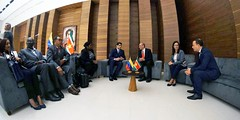 Vicepresidente de Surinam arriba a Venezuela para participar en juramentación del presidente Maduro