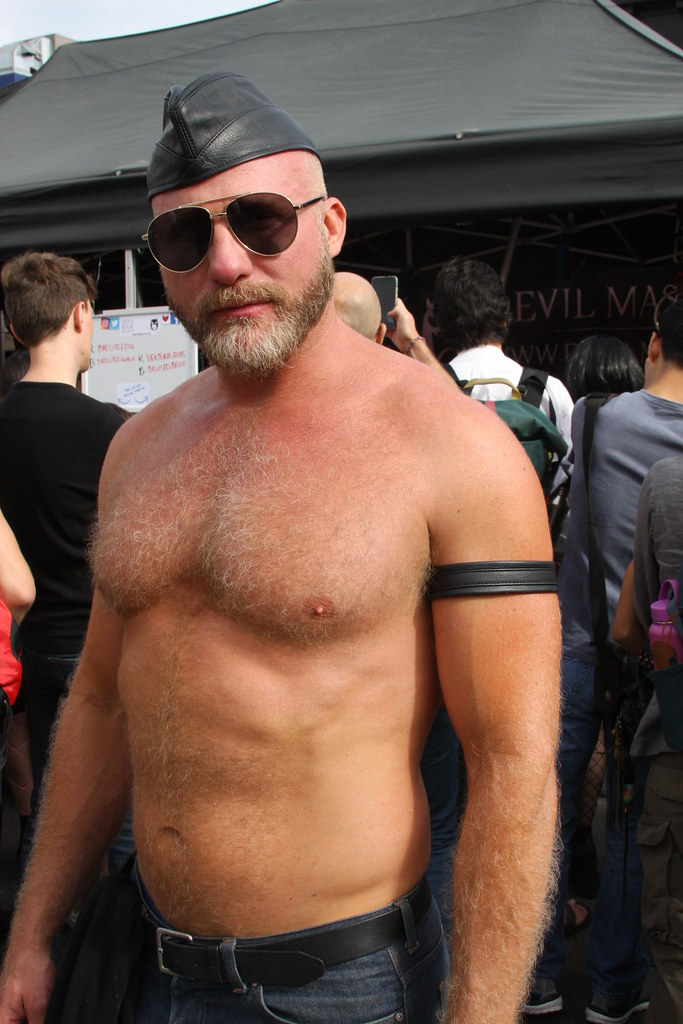 HELLA HOT & HAIRY MUSCLE DADDY ! FOLSOM STREET FAIR 2018 ! ( safe photo )