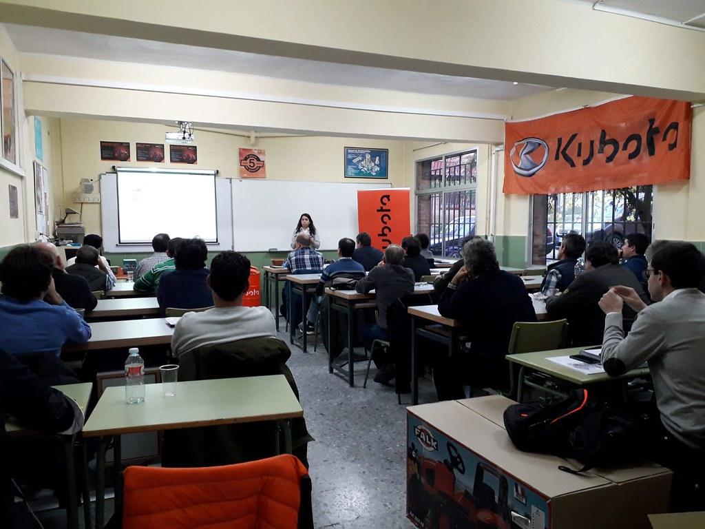 El profesorado de electromecánica del IES Alagón de Coria se forma en un curso sobre avances tecnológicos de maquinarias agrícolas