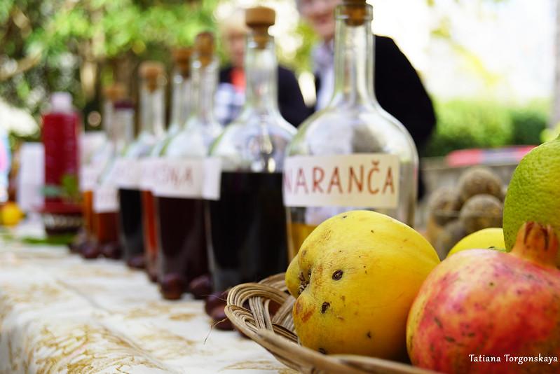 Ликеры и свежие фрукты