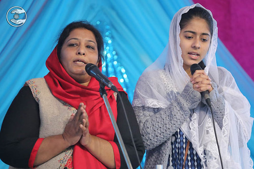 Devotional song by Happy and Saathi from Paharganj Delhi