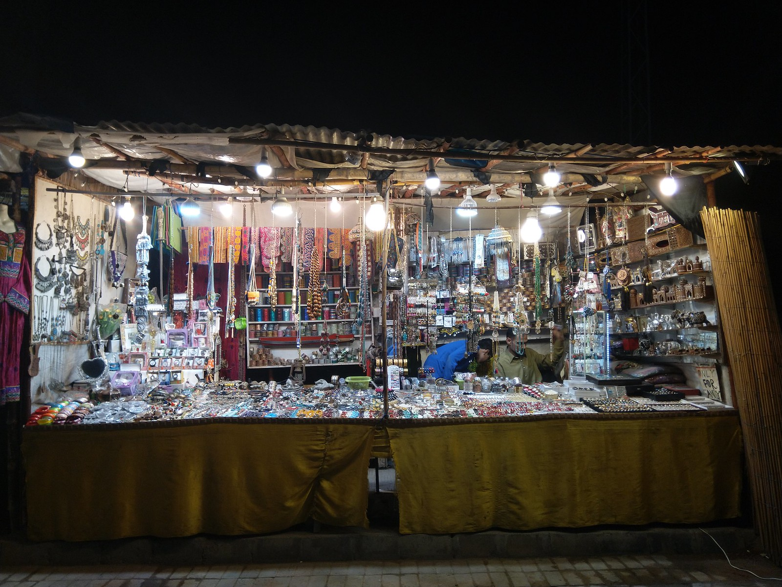 Shop Picture at night with Auto Mode on Nokia 6.1 Plus