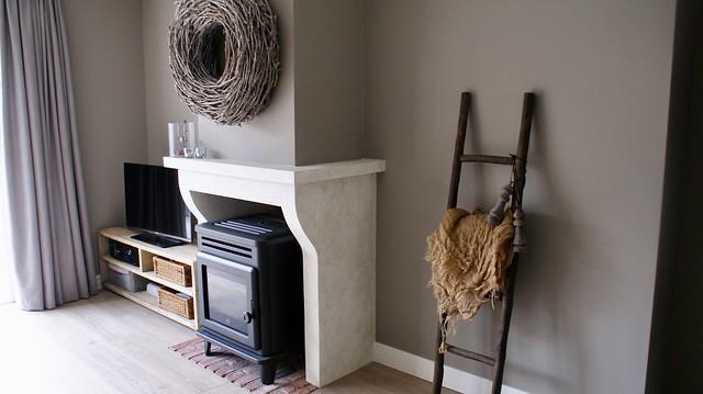 Schouw pelletkachel landelijk tv meubel ladder