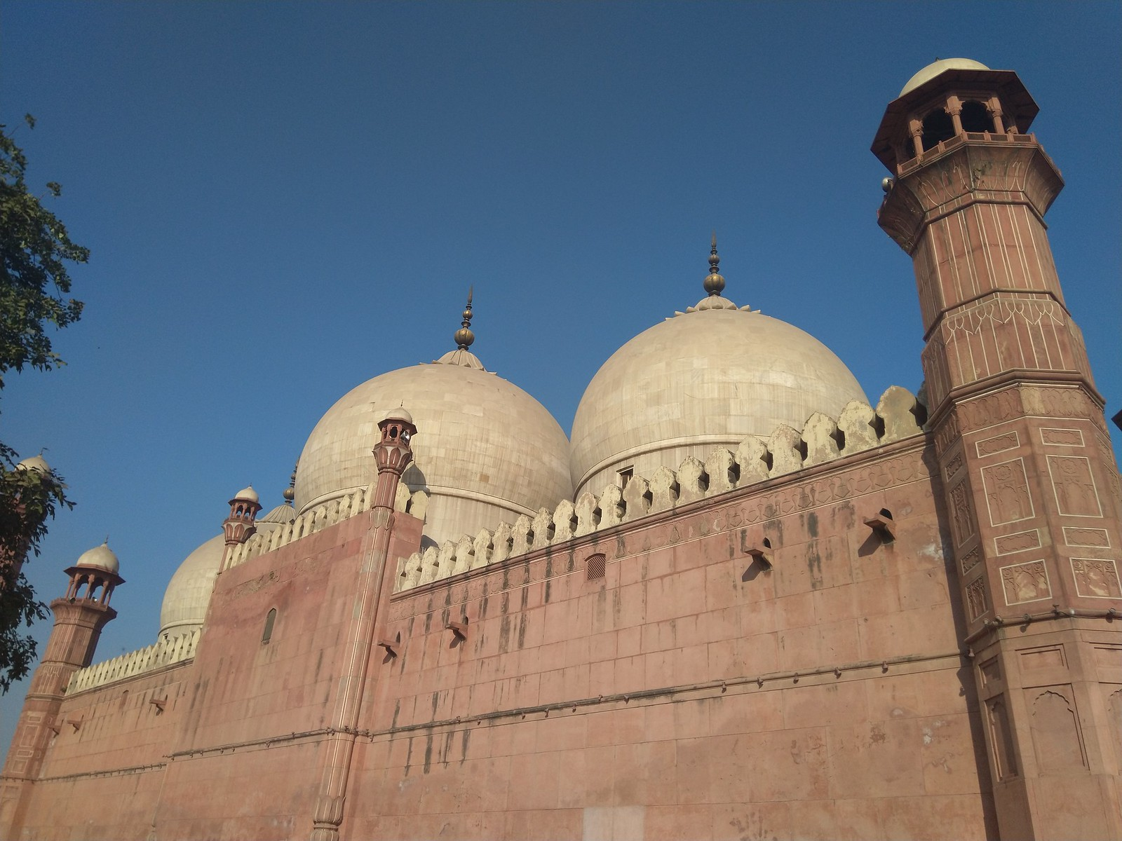 Badshahi Mosque Pic with Auto Mode on Nokia 6.1 Plus