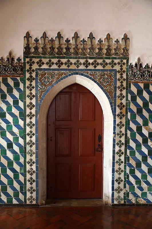 800px-Palácio_Nacional_de_Sintra_DSC04994_-_SINTRA_(33331510436)
