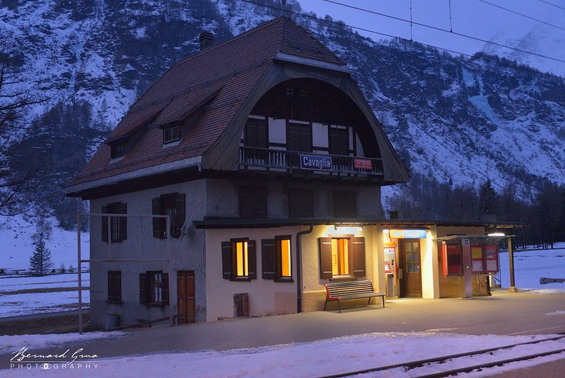 Gare de Cavaglia massif de la Bernina, Express, par  Bernard Grua - Rhätische Bahn, Chemins de fer rhétiques