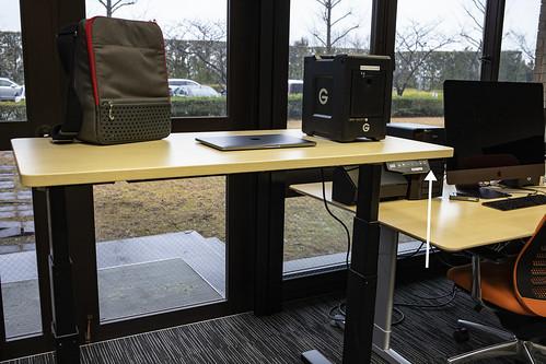 電動で昇降する机 スタンディングデスク FLEXISPOT E3