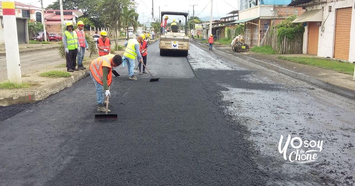 Inicia el asfaltado de la Av. Eloy Alfaro