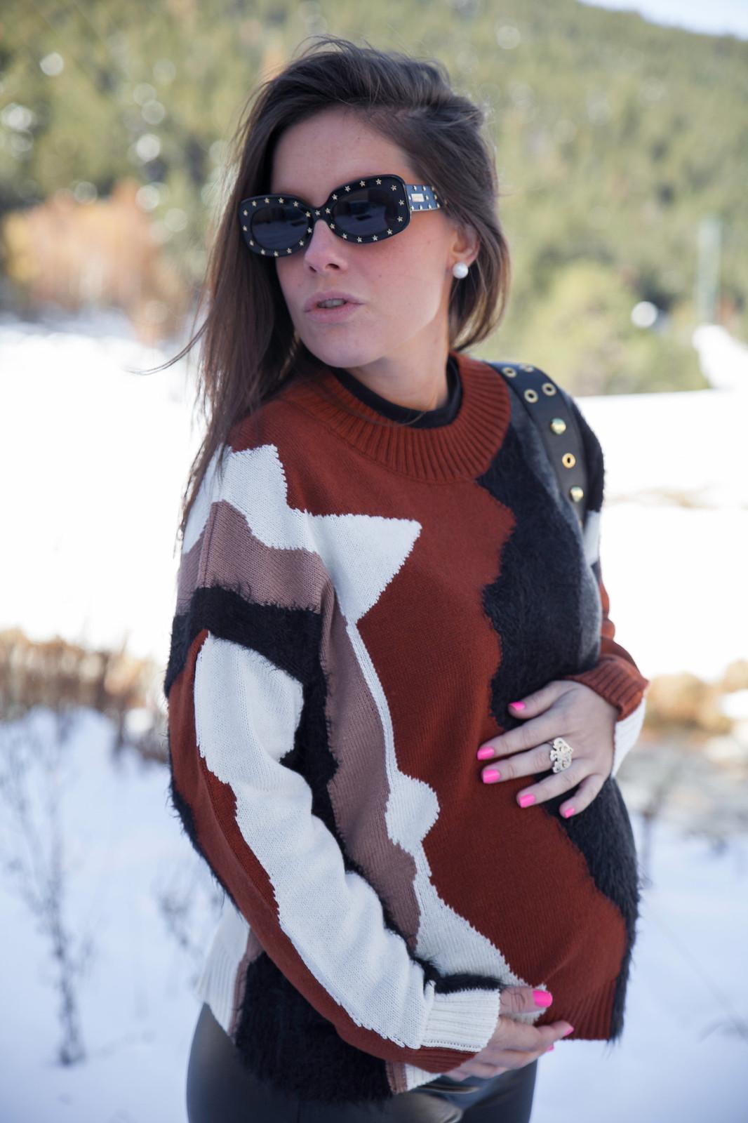 01_combinar_jersey_marron_outfit_nieve_embarazada_theguestgirl_embarazo_33semanas_pregnant_style_influencer_barcelona