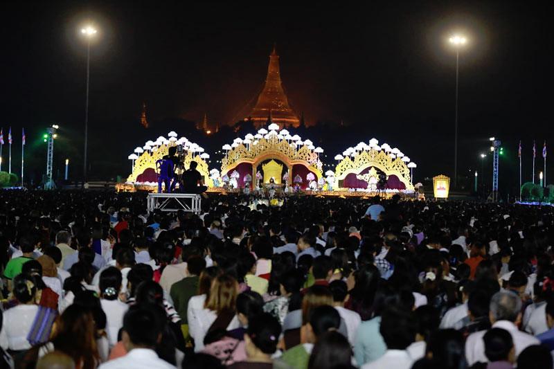Sekitar 200 ribu umat hadiri puja bakti Tahun Baru hari ke-2 di Yangon, Myanmar, pada Rabu (2/1/2019).