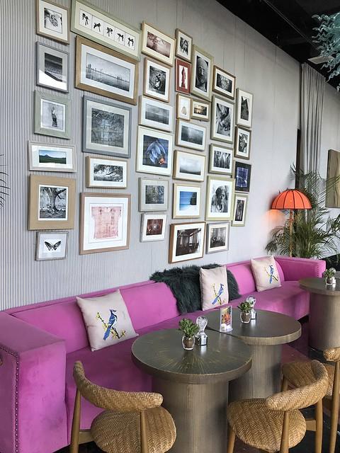 Avenue Bar, pink sofa