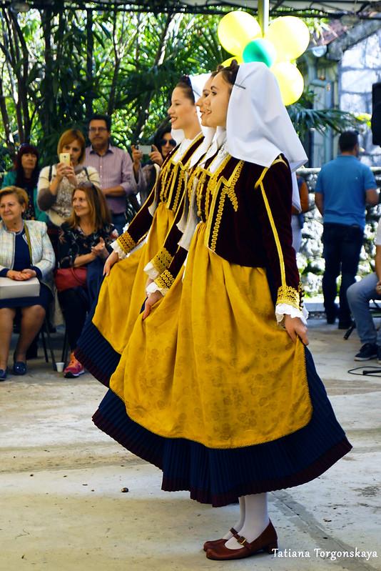 "Девушки из фольклорного ансамбля ""Nikola Đurković"""