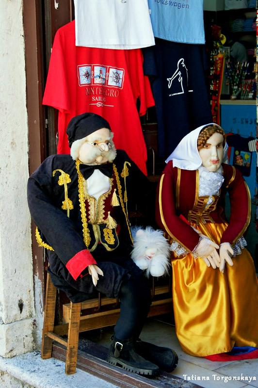 Куклы в бокельском костюме