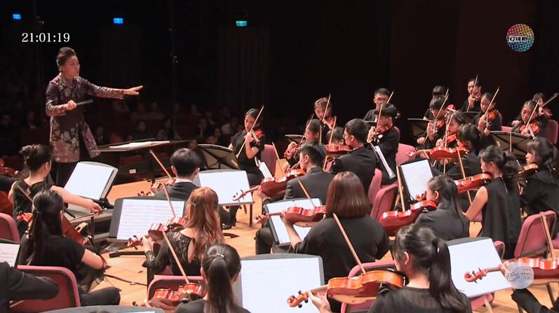 師大交響樂團專注拉出動人曲子。圖/YouTube直播
