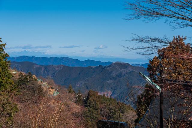 岩茸石山、奥武蔵の山・・・遥か日光連山