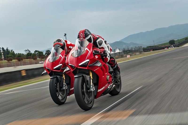 15_DUCATI PANIGALE V4 R ACTION_UC69252_Mid