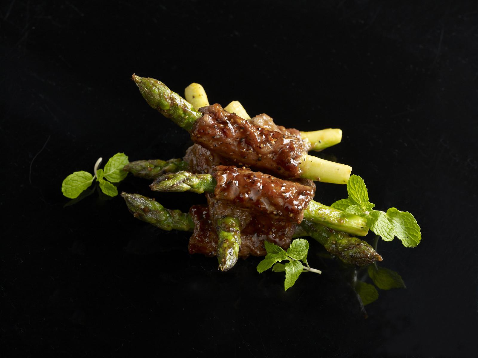 米索鹿肉配芦笋黑椒薄荷汁