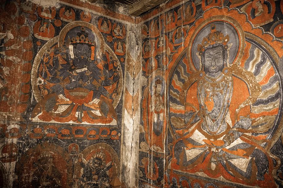 Мирные проявления божеств. Будда Вайрочана справа.Пьянг гомпа, Ладакх