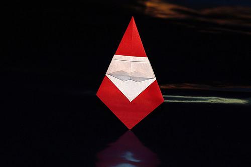 Origami Mustache Santa (kamikey)
