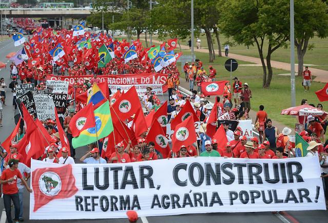 """""""El MST existe porque la sociedad brasileña nos apoya, nos defiende y comprende nuestra lucha histórica"""" - Créditos: MST"""