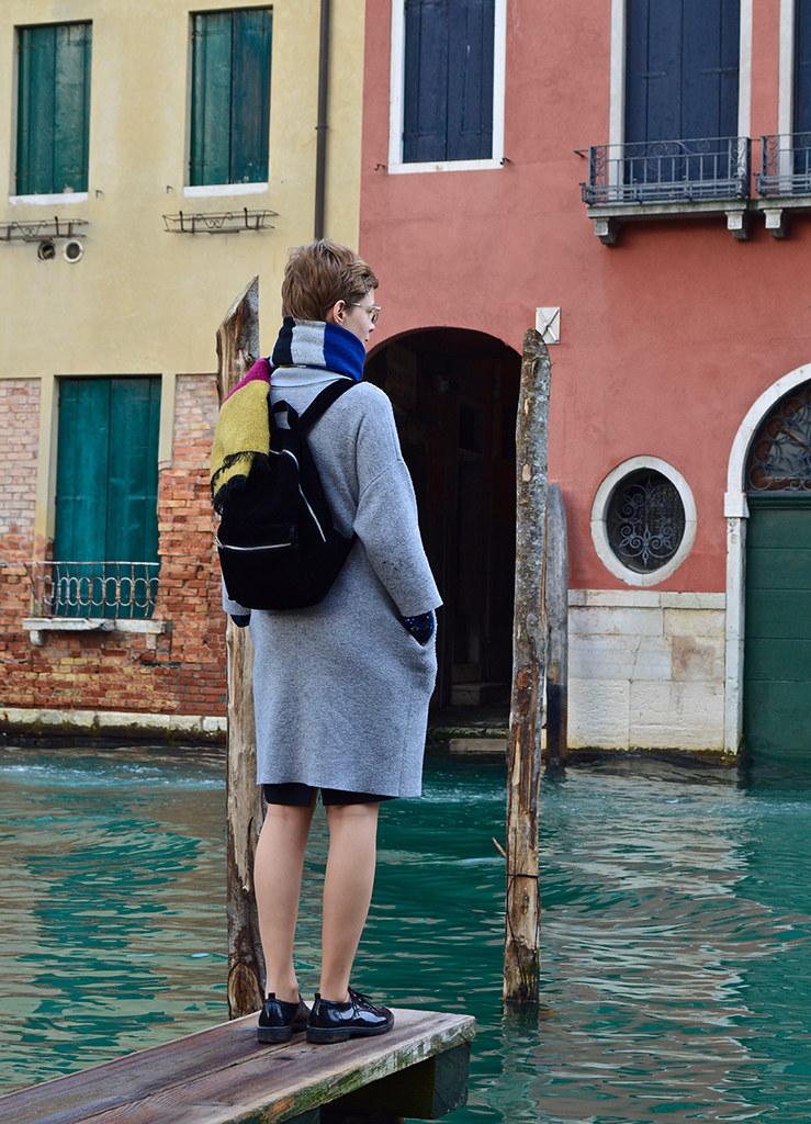 Nadya Mikhaylovskaya (B.Arch. '21) looks out across one of Venice's canals.   photo / Alp Demiroglu (B.Arch. '21)