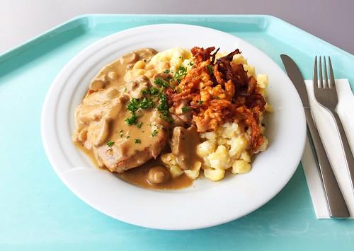 Swabian dish - Minute pork steak with fried onions, mushroom sauce & cheese spaetzle / Schwabenteller - Minutensteal vom Schwein mit Röstzwiebeln, Schwammerlsauce & Käsespätzle