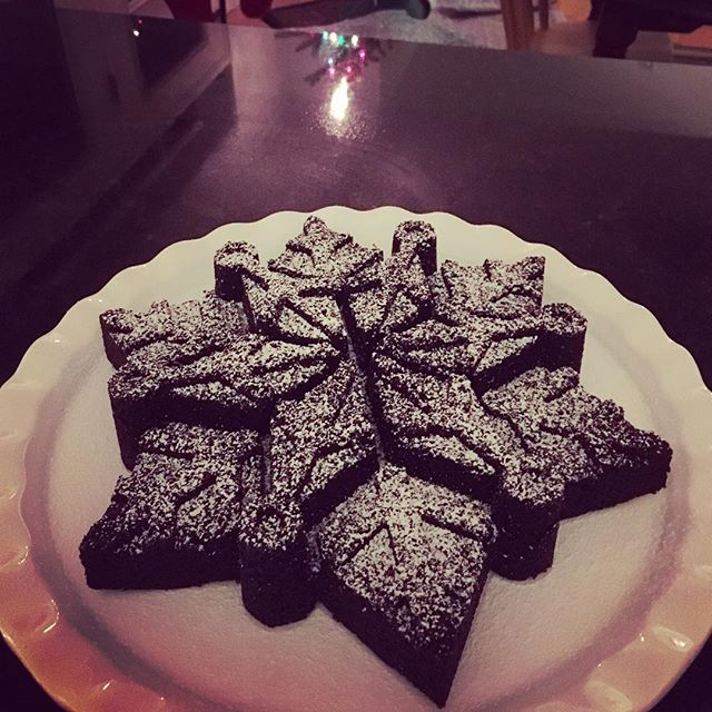 Snowflake brownies. ❄️🍫 #baking #brownies #nordicware #snowflakebrownies