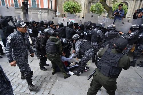 mujeres huanuni policia plaz murillo 51150441_2061834643914719_4965361061831114752_n