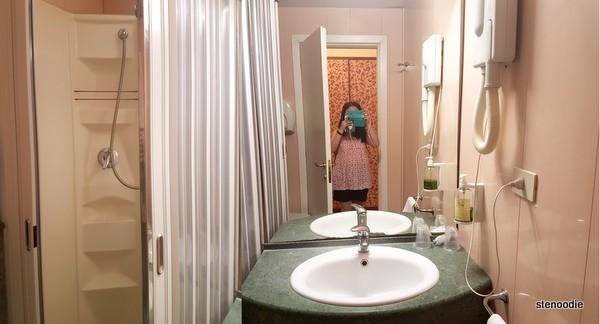 Hotel La Pace bathroom