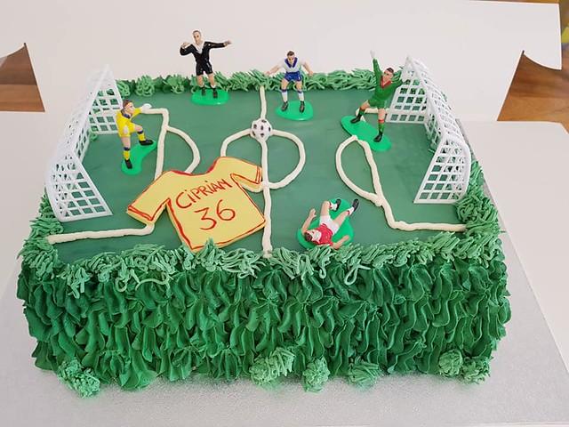 Cake by Ramona's Cakes Luton