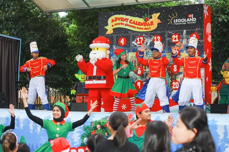 Santa Sing Along Show