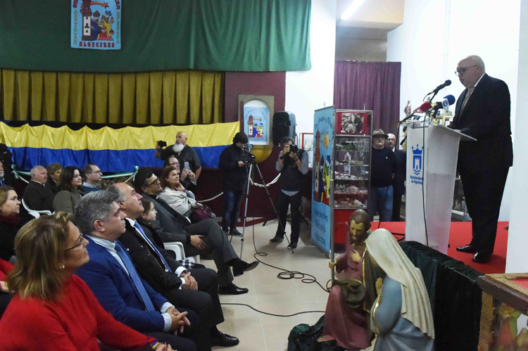 """Se inaugura el belén monumental de la asociación """"Oro, incienso y mirra"""""""