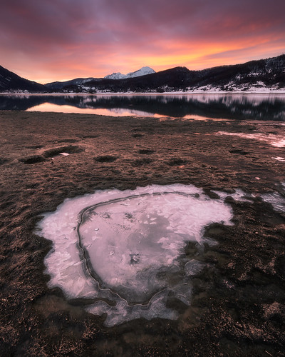 Campotosto lake, winter sunrise.