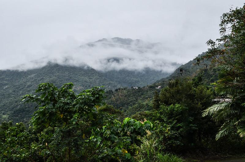 比利良山登山口西眺大南山