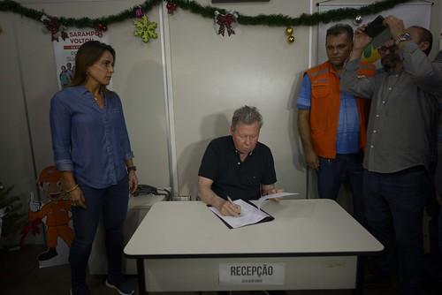 18.12.18 Prefeito Arthur Neto assina Decreto de Emergência pela vítimas do incêndio no Educandos